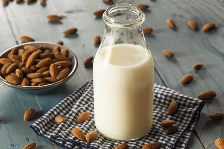 latte-di-mandorle-fatto-in-casa-xcyp1