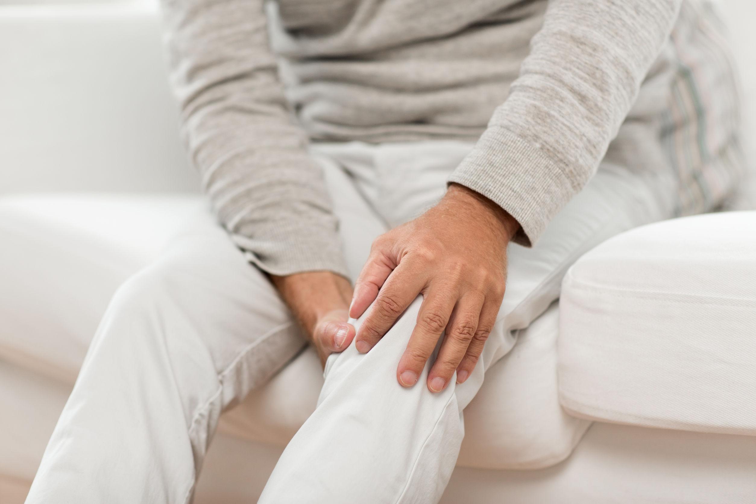 Persona con dolori articolari
