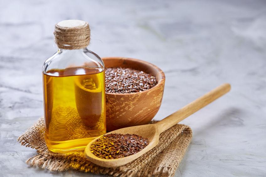 Bottiglietta di olio di lino e semi