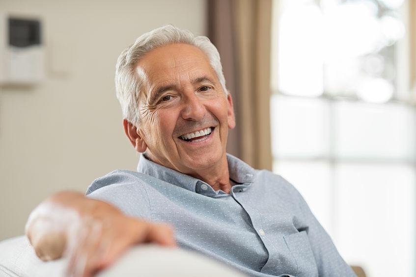 Anziano che sorride